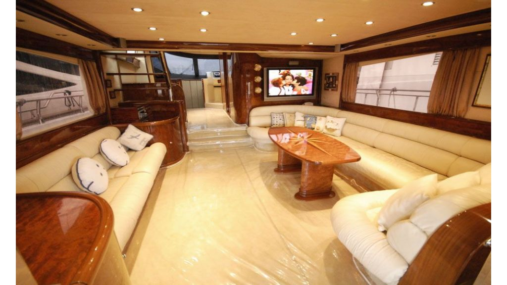 Laminated wood motoryacht (7)