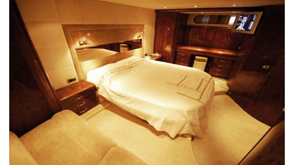 Laminated wood motoryacht (8)