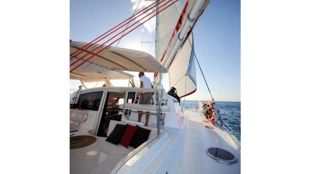 Catamaran_for_sale (17)