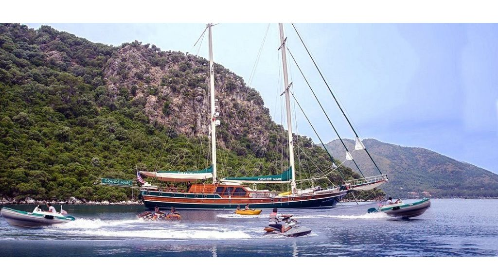 Grande-Mare-Luxury Yacht