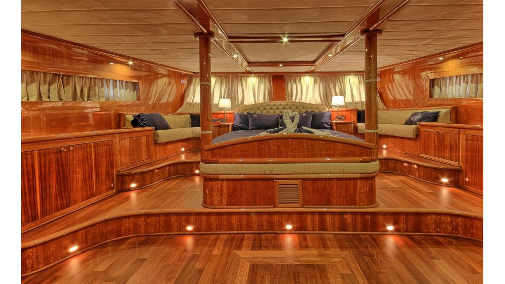 Silver moon luxury sailing yacht (10)