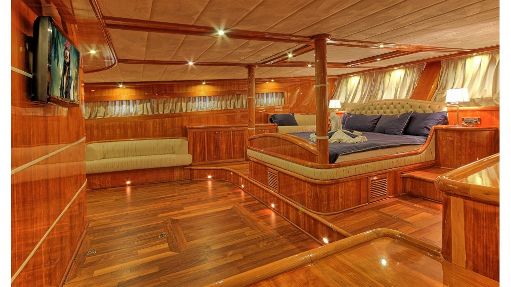 Silver moon luxury sailing yacht (12)