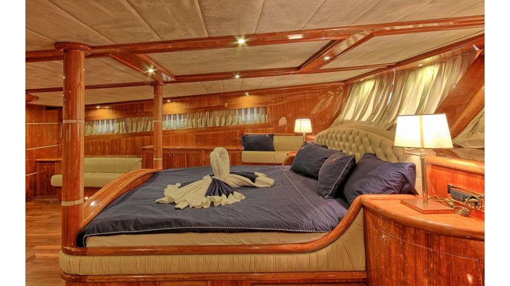 Silver moon luxury sailing yacht (13)