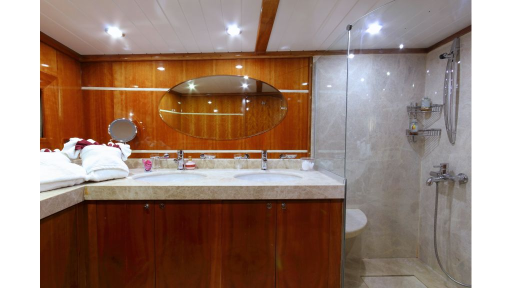 Silver moon luxury sailing yacht (17)