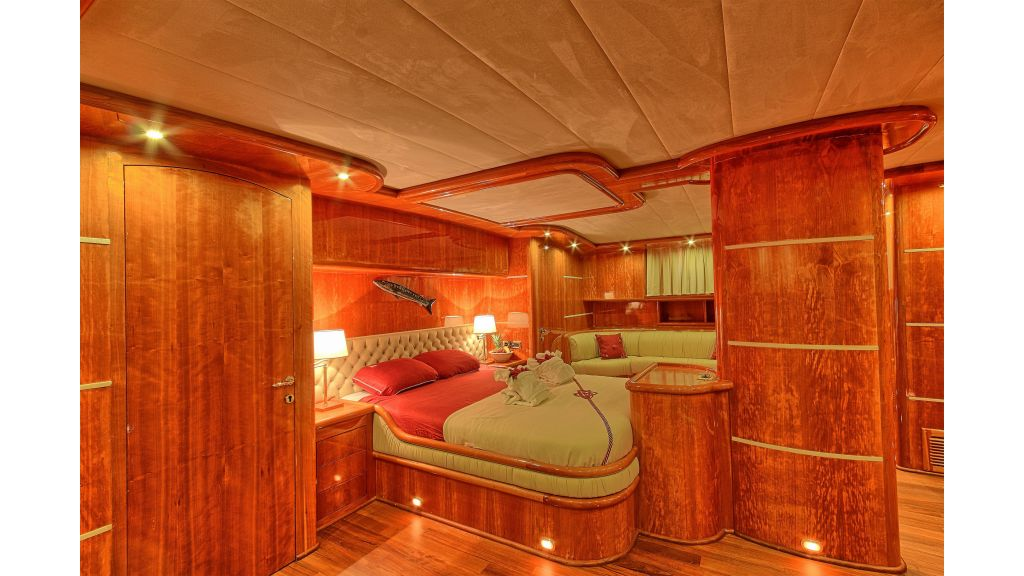 Silver moon luxury sailing yacht (21)