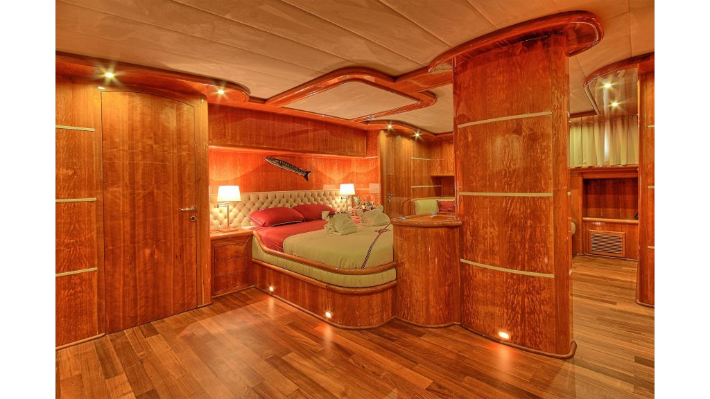 Silver moon luxury sailing yacht (22)