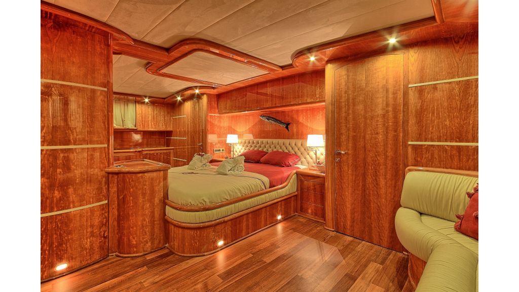 Silver moon luxury sailing yacht (23)