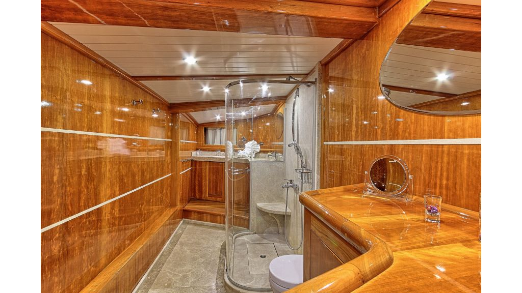 Silver moon luxury sailing yacht (27)