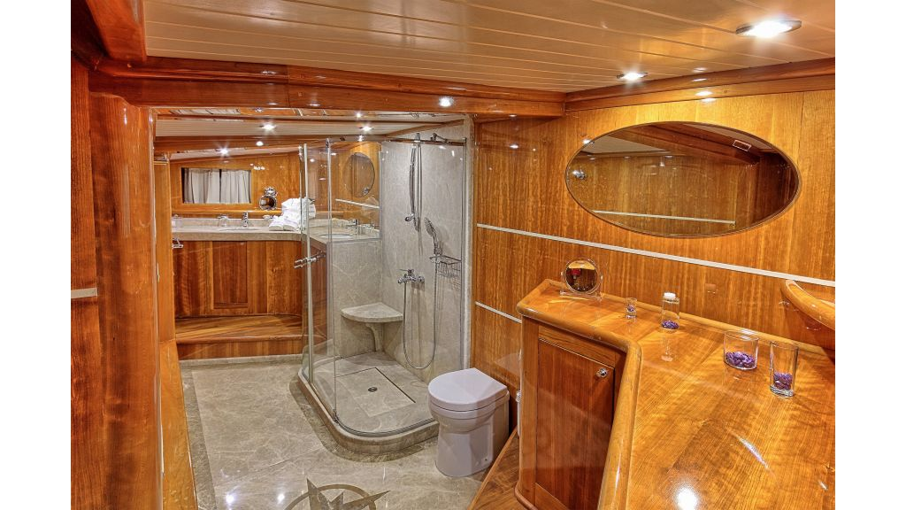 Silver moon luxury sailing yacht (28)