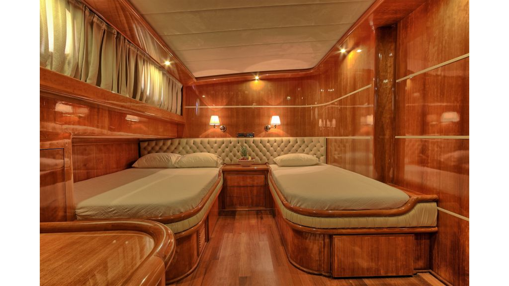 Silver moon luxury sailing yacht (32)