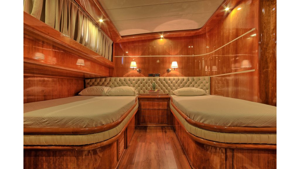 Silver moon luxury sailing yacht (33)