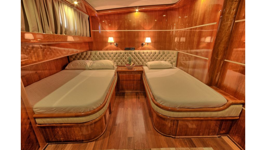 Silver moon luxury sailing yacht (34)