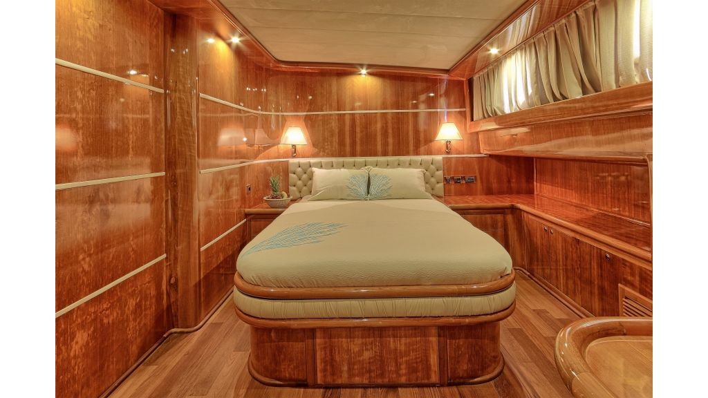 Silver moon luxury sailing yacht (38)