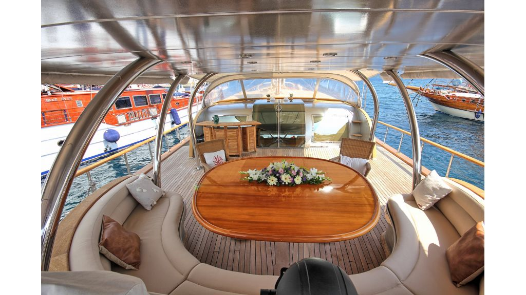 Silver moon luxury sailing yacht (53)