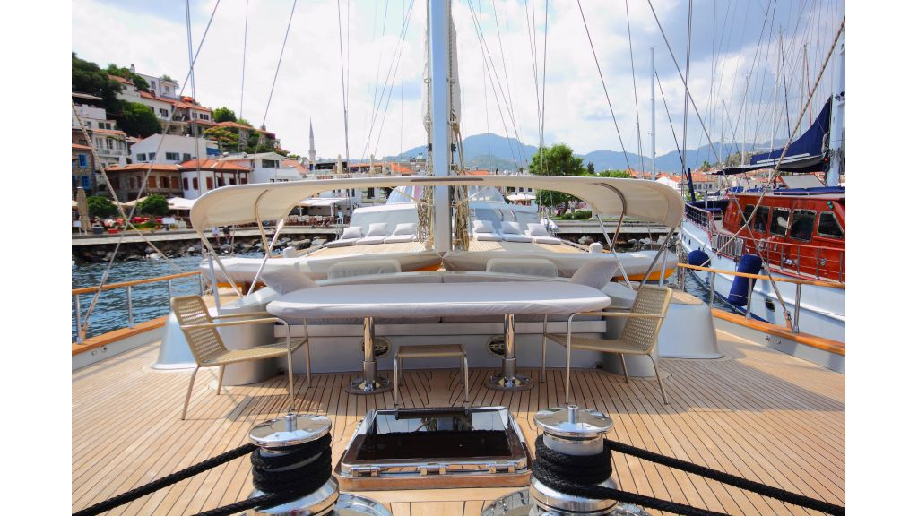Silver moon luxury sailing yacht (54)