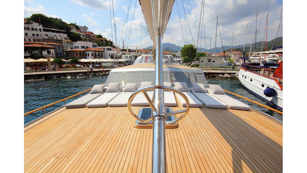 Silver moon luxury sailing yacht (56)