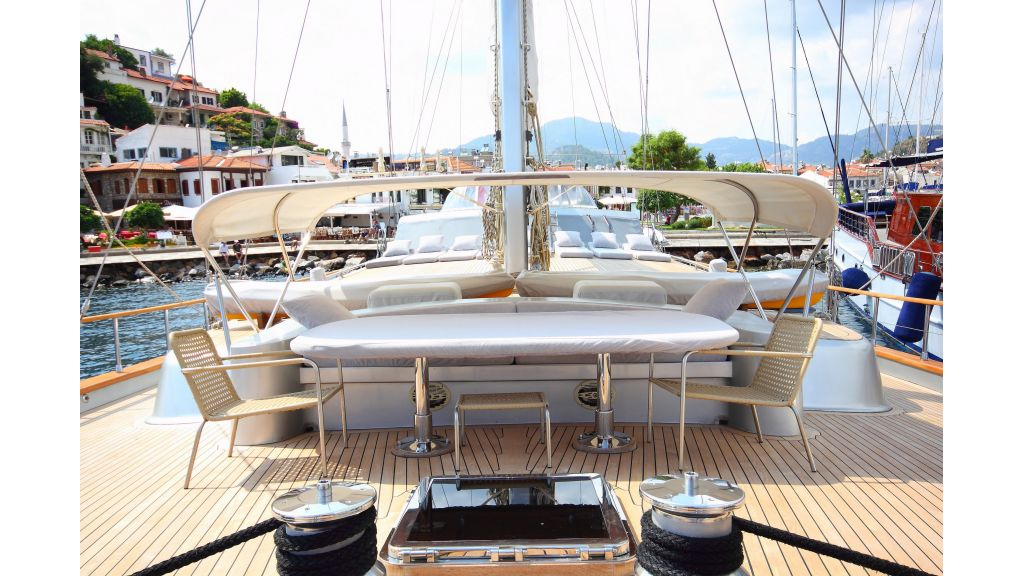 Silver moon luxury sailing yacht