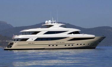Mega yacht (1)
