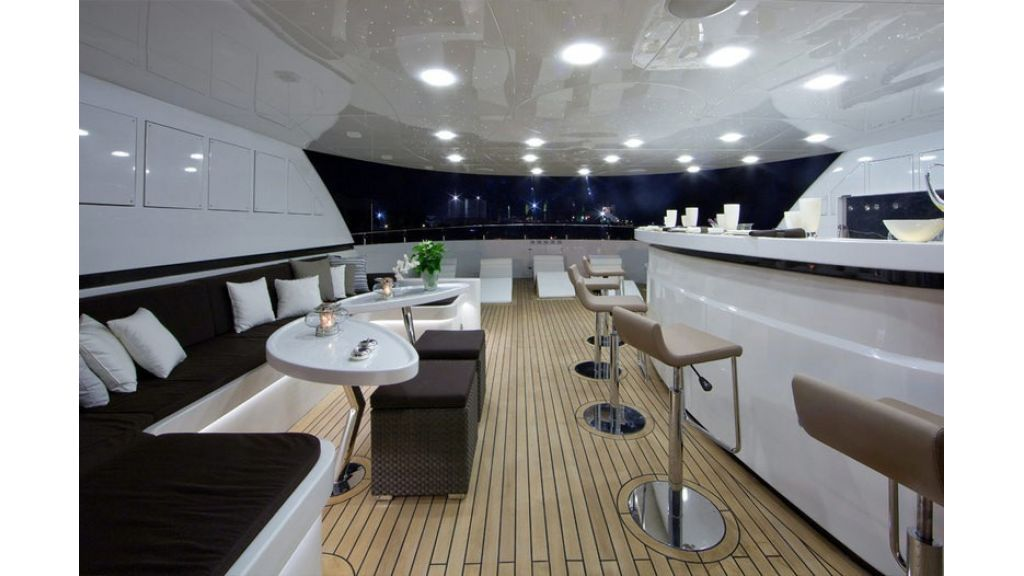 Composite luxury motor yacht (16)