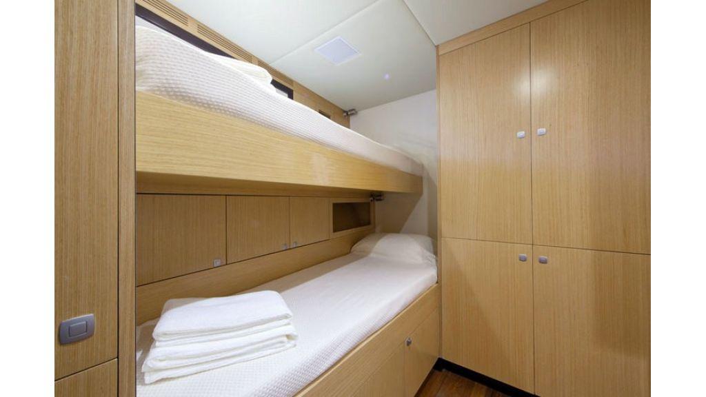 Composite luxury motor yacht (23)
