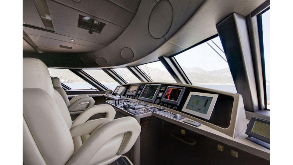 Composite luxury motor yacht (25)