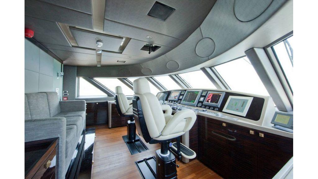 Composite luxury motor yacht (26)
