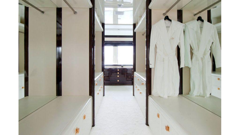 Composite luxury motor yacht (27)