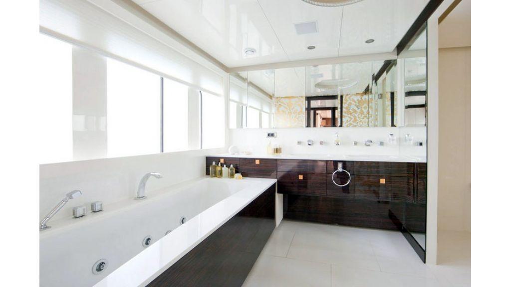 Composite luxury motor yacht (31)