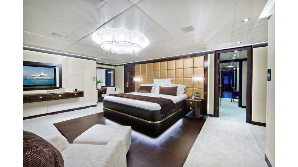 Composite luxury motor yacht (39)