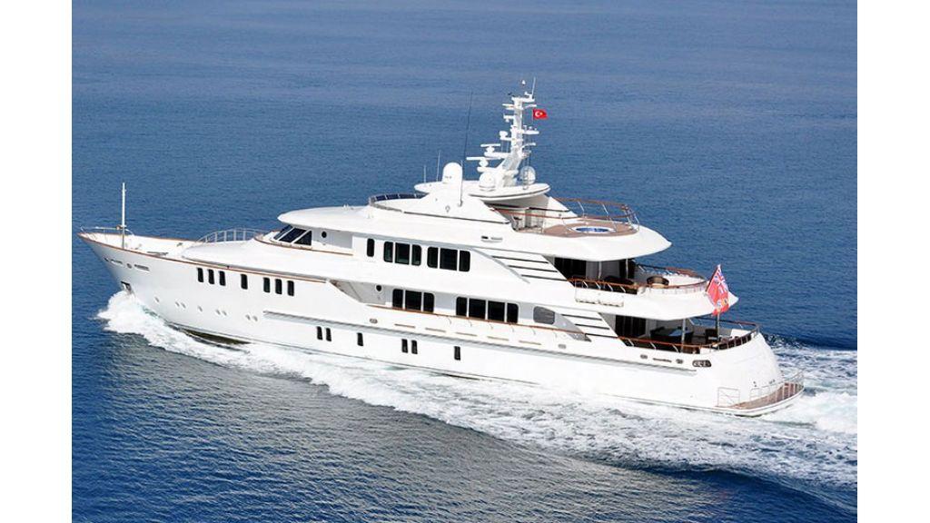 Composite luxury motor yacht (40)