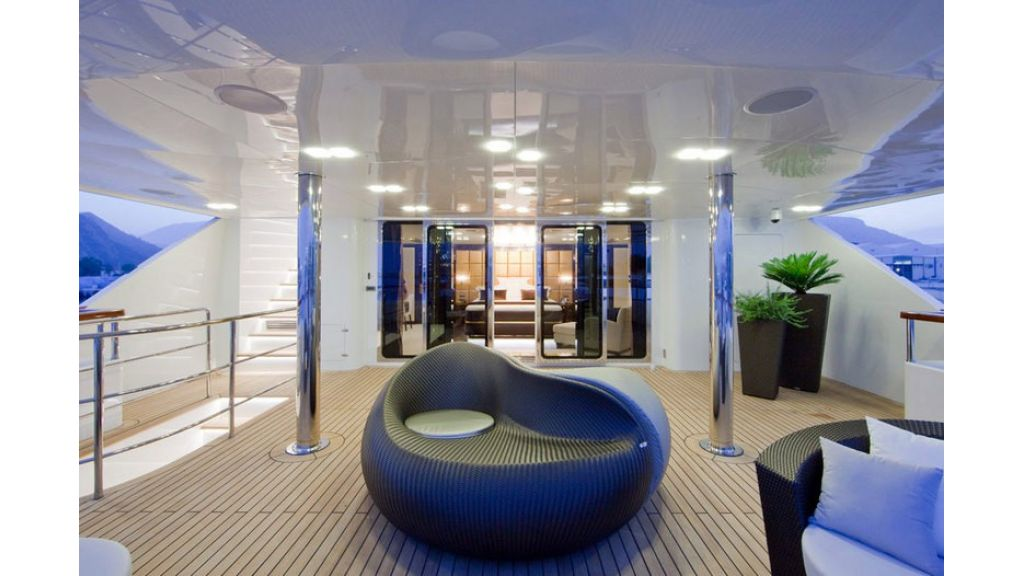 Composite luxury motor yacht (43)