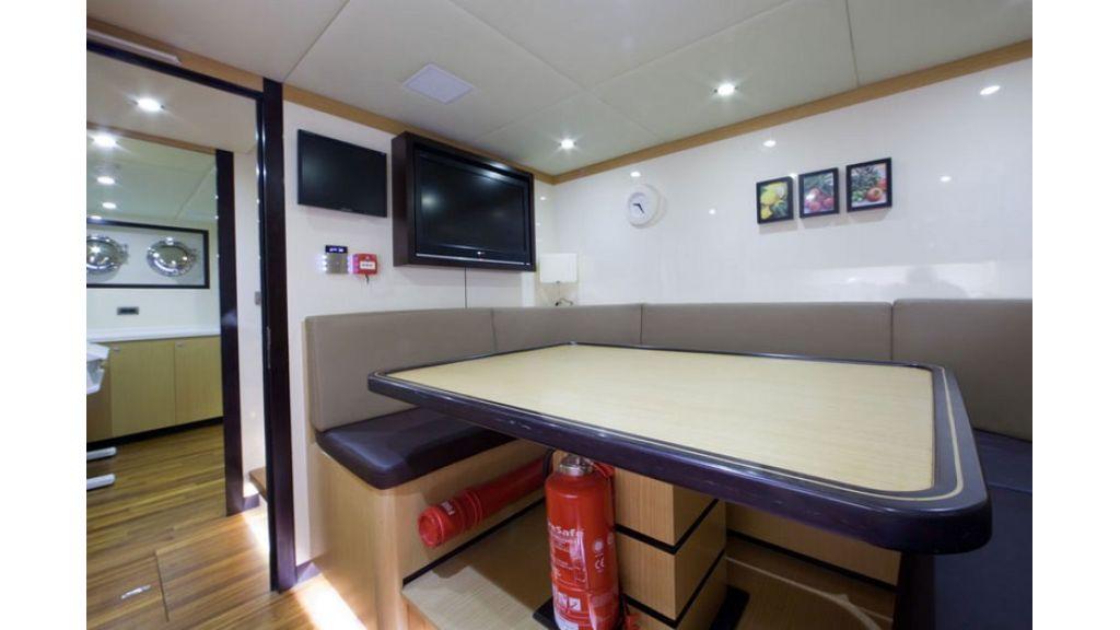 Composite luxury motor yacht (54)