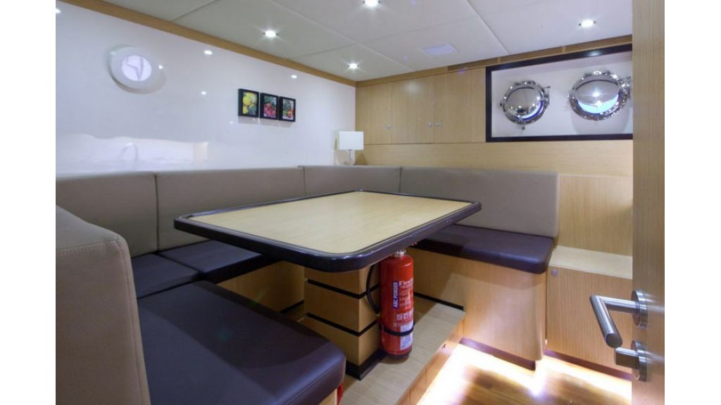 Composite luxury motor yacht (57)