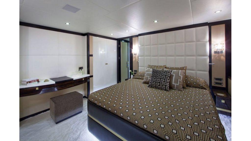 Composite luxury motor yacht (60)
