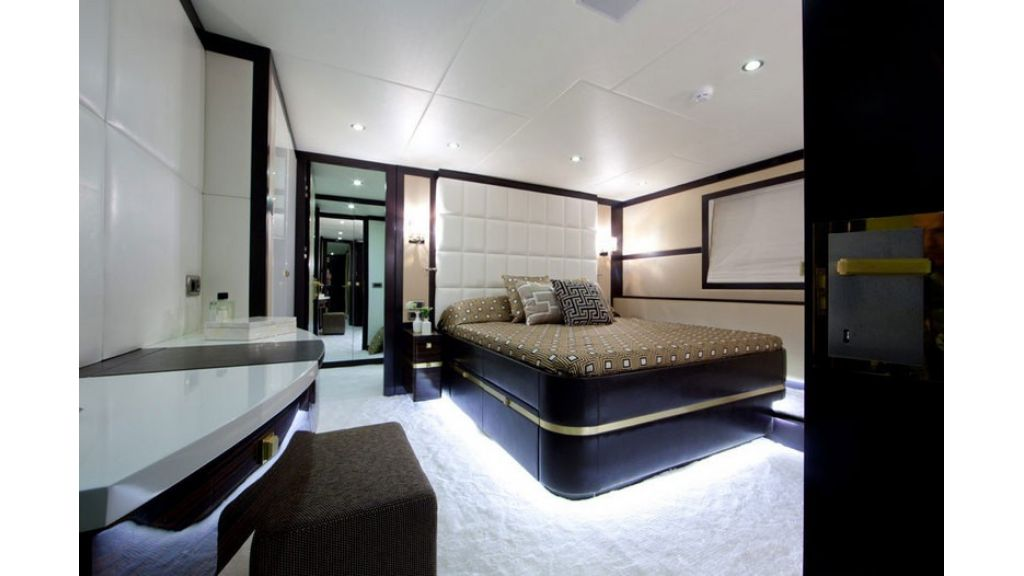 Composite luxury motor yacht (65)
