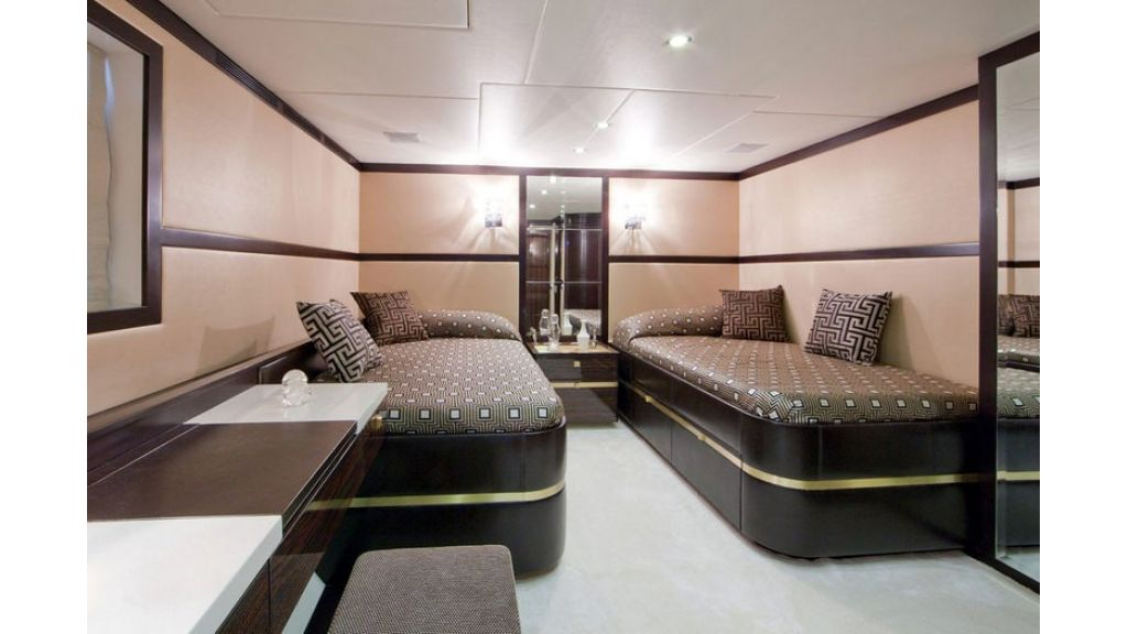 Composite luxury motor yacht (67)
