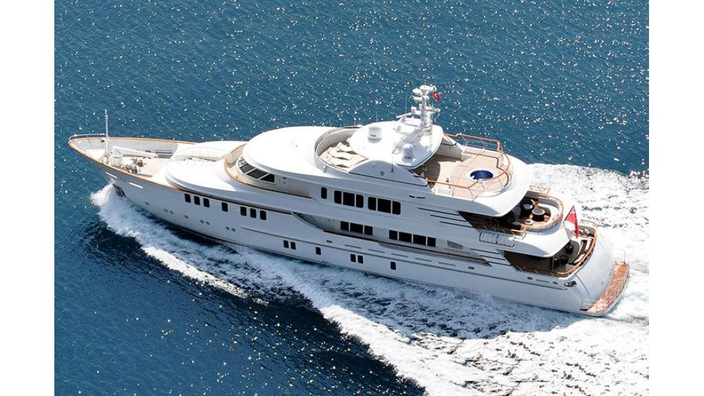 Composite luxury motor yacht (70)