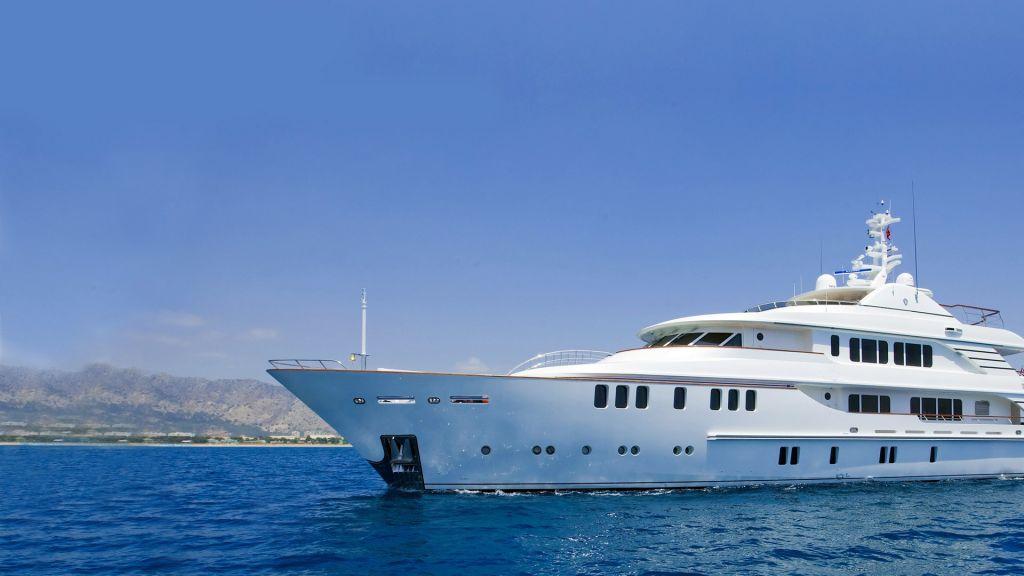 Composite-luxury motor yacht master