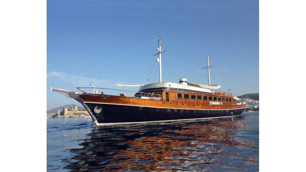 Halis temel yacht (1)