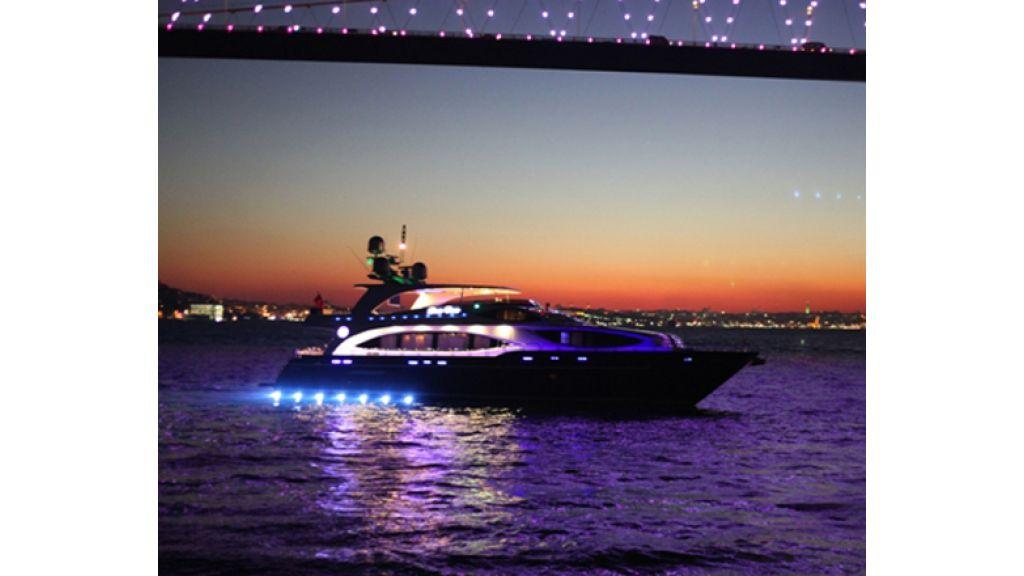 Den Den Motoryacht in istanbul (2)