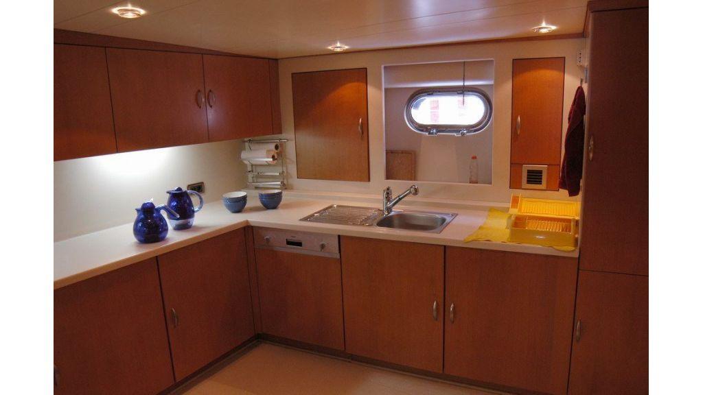 Custom Sailing Yacht (7)