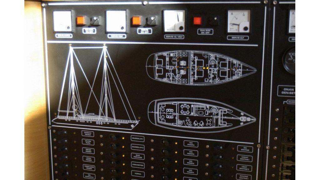 Custom Sailing Yacht (8)
