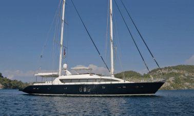 custom-sailing-yacht-master