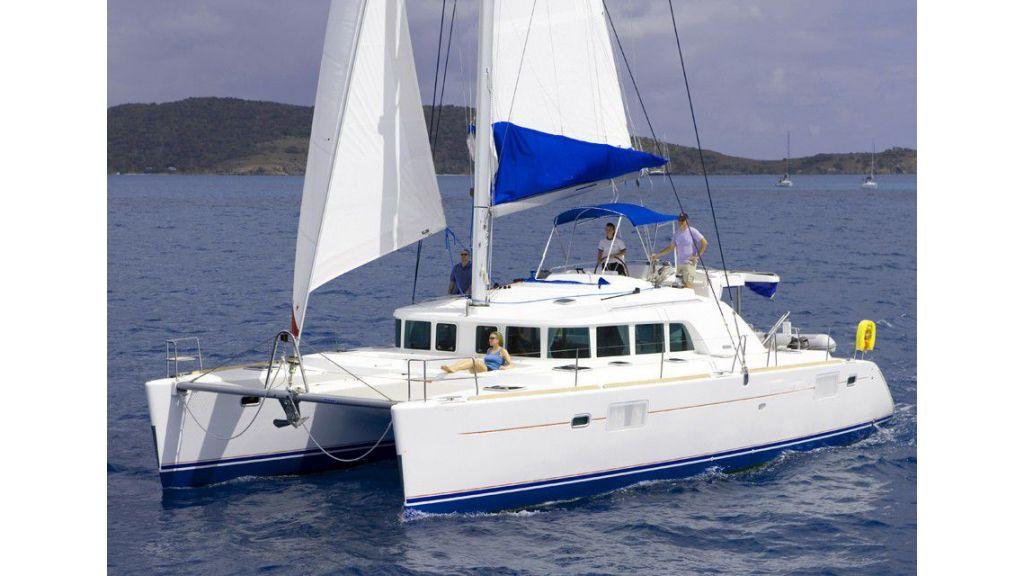 Lagoon 440 cruising