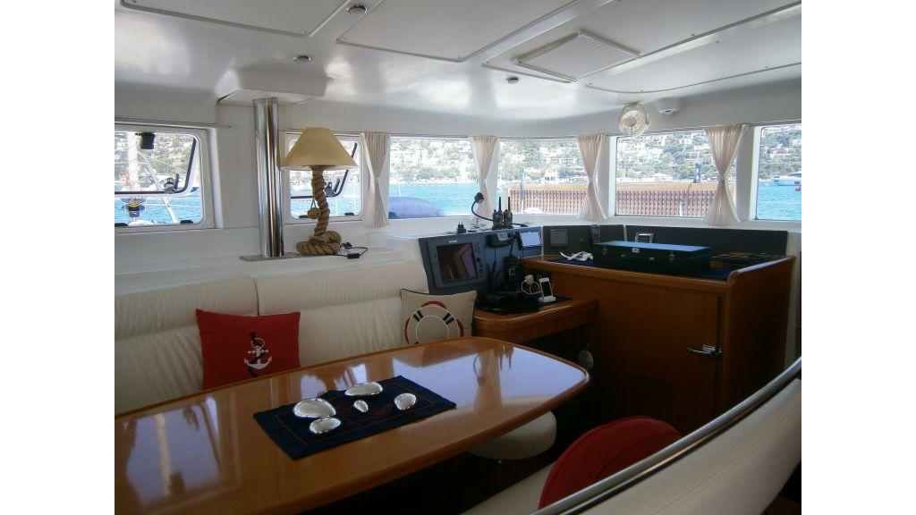 lagoon-440-living-room