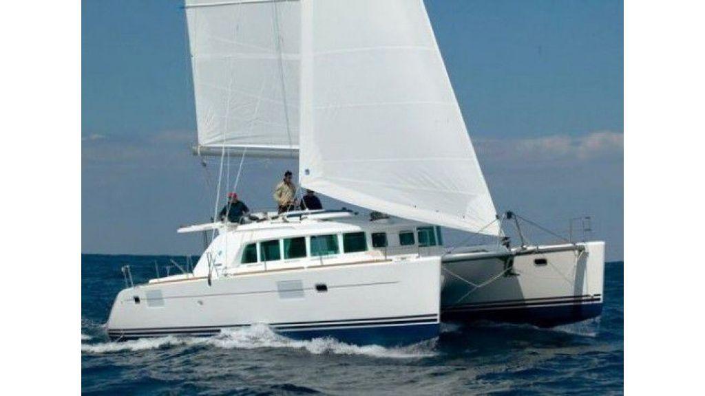 Lagoon 440 sailing