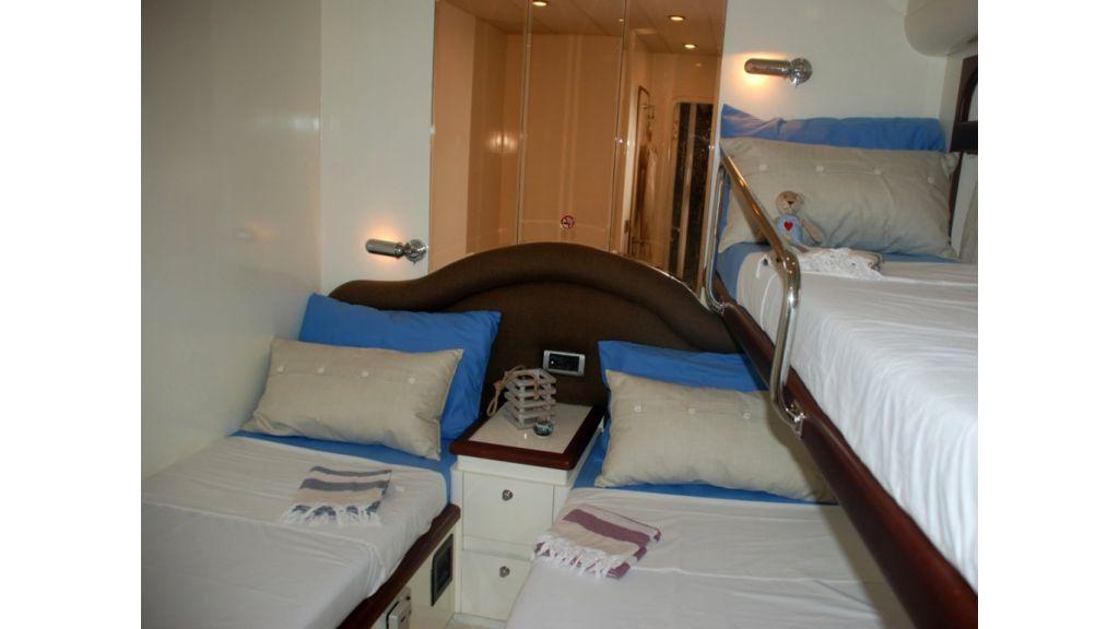 Fhoenix motoryacht (23)