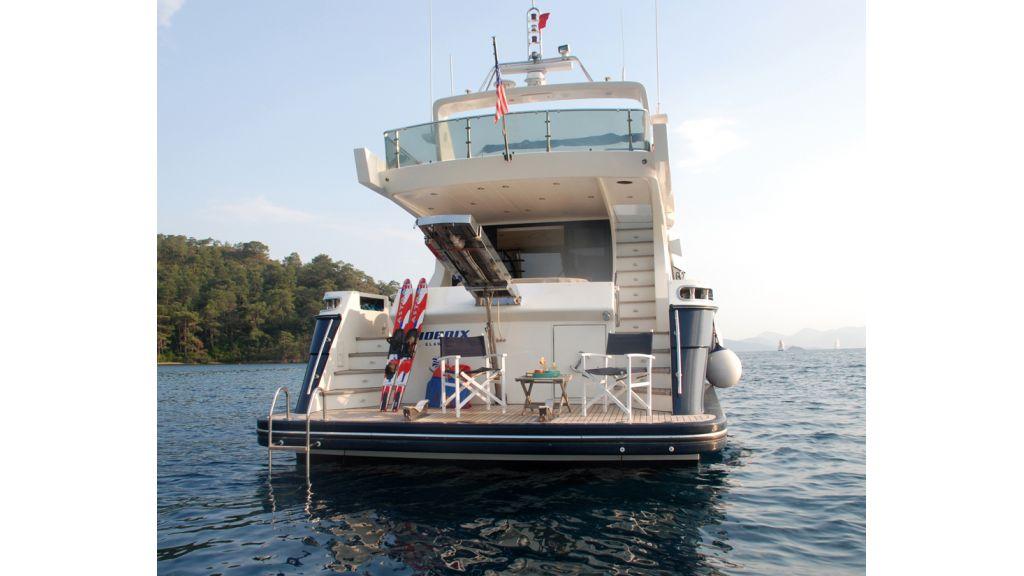 Fhoenix motoryacht (26)