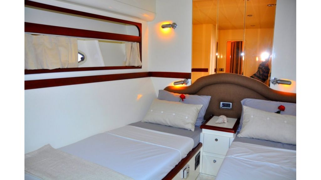 Fhoenix motoryacht (6)