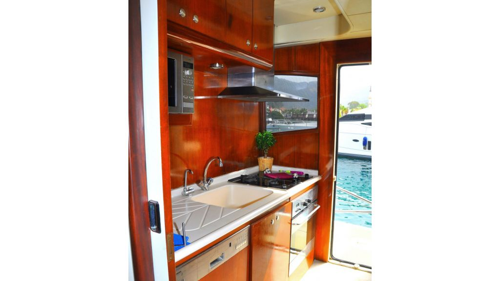 Fhoenix motoryacht (7)